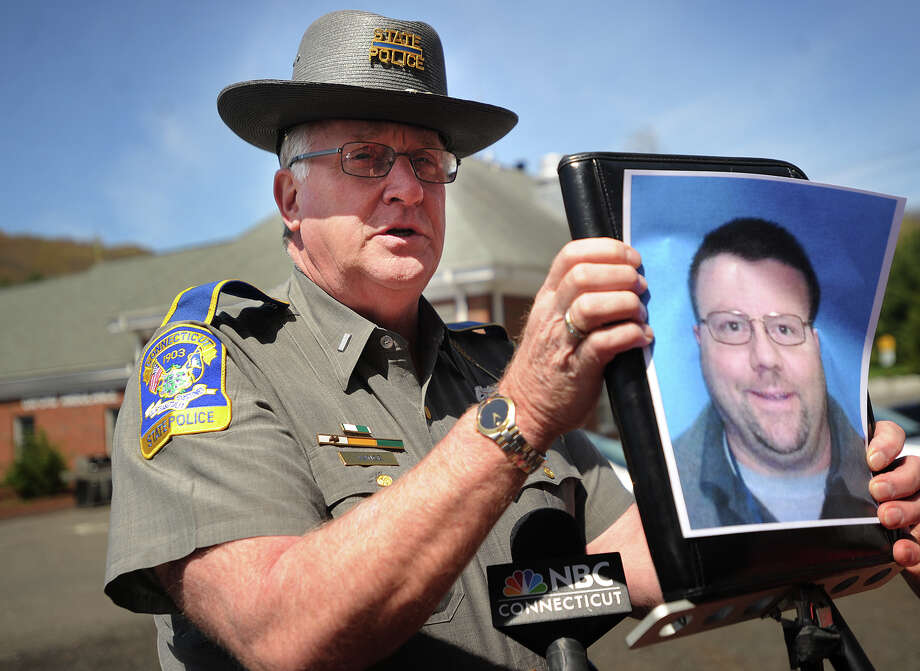 State police spokesman Lt. Paul Vance holds up a photo of Oxford homicide suspect Scott Gellatly,the subject of state police manhunt in the killing of his estranged wife, Lori Gellatly, in Oxford, Conn. on Wednesday, May 7, 2014. Photo: Brian A. Pounds / Connecticut Post
