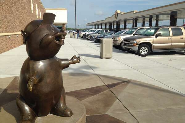 This morning Buc-ee's finally opened up their 60,000-square-foot Texas City outpost just off I-45 South.