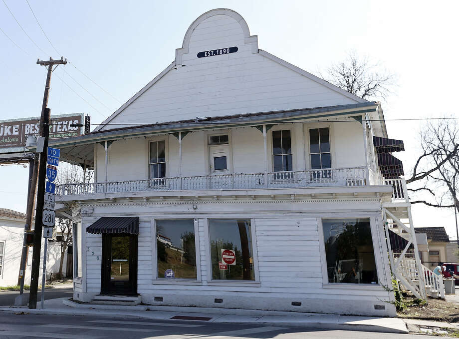 Silver Ventures, which owns the Pearl, wanted to relocate the 1890s Boehler/Liberty Bar building from 328 E. Josephine St. to Avenue A and Pearl Parkway, about 300 yards away. Photo: San Antonio Express-News / File Photo / © 2013 San Antonio Express-News