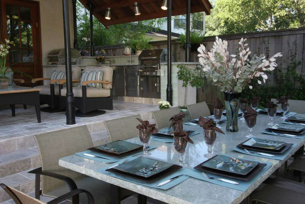 Existing Outdoor Tables Were Too Small To Seat The Homeowneru0027s Extended  Family, So Dena Brody