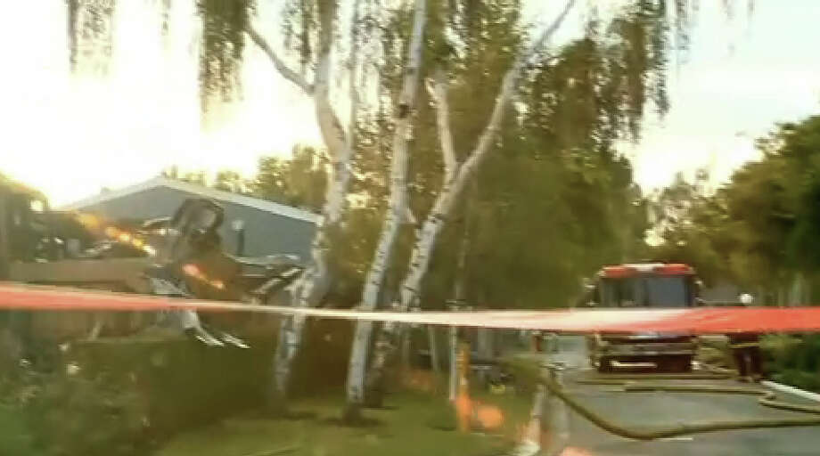 Two bodies were found in a Sunnyvale mobile home that was destroyed in a fire early Thursday. Photo: CBS San Francisco