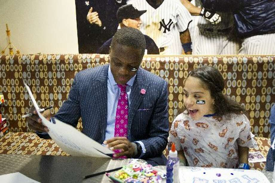 Teddy Bridgewater colors with patient Sharon Fernandez on Thursday while at Mount Sinai Kravis Children's Hospital in New York. Photo: Brett Coomer, Houston Chronicle