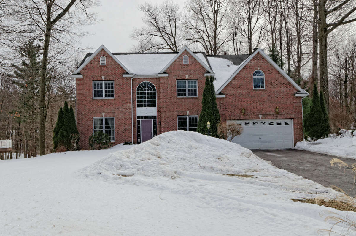 House of the Week: 50 Mann Blvd., Clifton Park | Realtor: Peggy Evans of Weichert Realtors | Discuss: Talk about this house