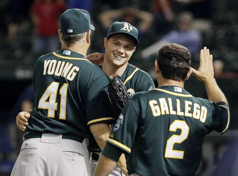 Sonny Gray is congratulated by Curt Young and Mike Gallego after he threw a three-hit shutout against Texas last month. Photo: Brandon Wade, Associated Press