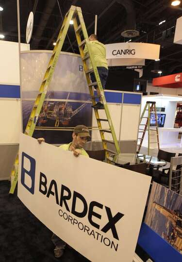 Beau Hutchings with Fossil Exhibits takes down the Bardex Corporation booth at the conclusion of the
