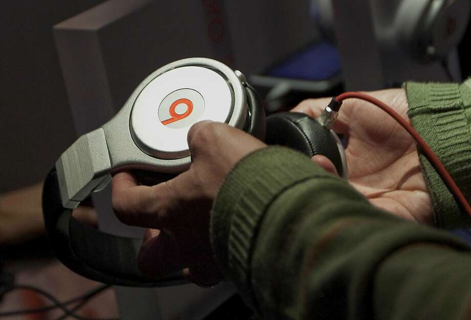 A shopper holds the Beats Electronics LLC Pro headphones, sold for $399.95, at the Beats by Dr. Dre pop-up store in New York, U.S., on April 13, 2012. Photo: Michael Nagle, Bloomberg