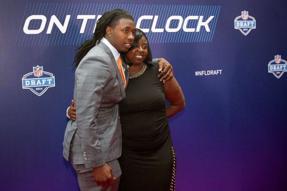 Sammy Watkins, of Clemson, poses for a photo with his mother, Nicole McMiller, on the Red Carpet before the NFL Draft at Radio City Music Hall Thursday, May 8, 2014, in New York. Photo: Brett Coomer, Houston Chronicle / © 2014 Houston Chronicle