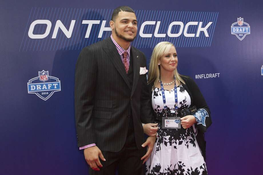Mike Evans, of Texsas A&M, poses for photos with his ...