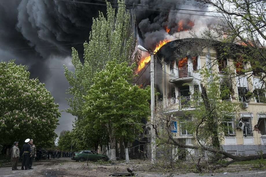 A police station is ablaze in Mariupol, eastern Ukraine, Friday May 9, 2014. Fighting between government forces and insurgents in Mariupol has left several people dead. (AP Photo/Evgeniy Maloletka) Photo: Evgeniy Maloletka, Associated Press