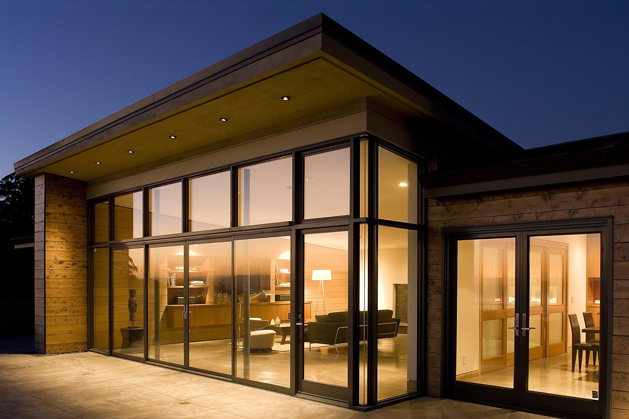 фото лицо красивые дома с витражными окнами фото смартфоны
