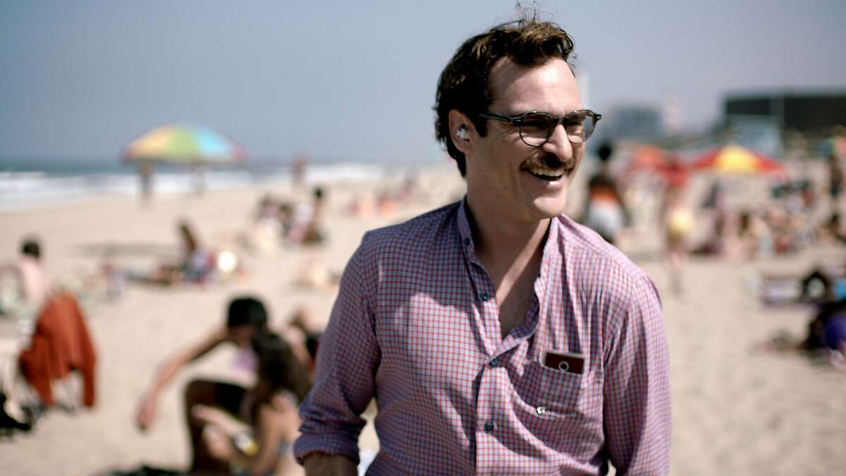 """""""Her"""" Netflix Watch the trailer Spike Jonze's last heartbreaking feature film follows a lonely Joaquin Phoenix as he falls deeply in love with... an operating system. But to his credit, it is voiced by Scarlett Johansson."""
