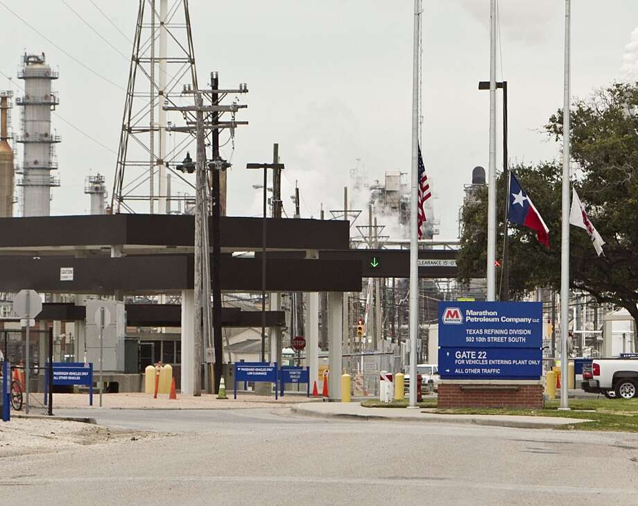 Officials with Marathon Petroleum said the released material was not hazardous,  but could cause skin, eye or lung irritation. It is primarily silica  sand and aluminum oxide. No shelter-in place order was issued. Photo: James Nielsen, Houston Chronicle