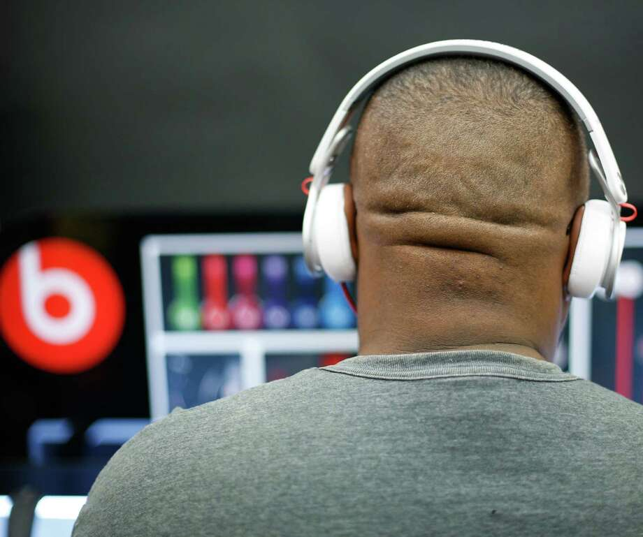 Apple is orchestrating a $3.2 billion acquisition of Beats Electronics, the headphone maker and music streaming distributor. Photo: Associated Press / Dallas Morning News