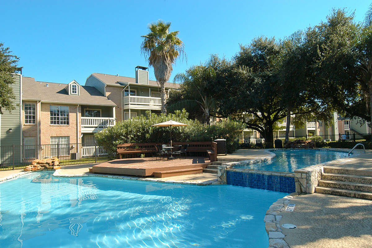 White Oaks Partners has rebranded its 300-unit apartment property in east Houston as the Oaks at Greenview.