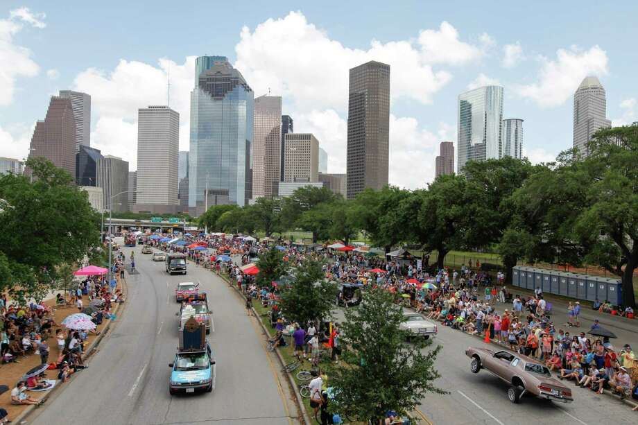 More than 250 car creations zoomed, rolled and 'low-rode' around Allen Parkway Saturday at the 27th annual Art Car Parade, a festive event that appeared to draw as many as the 315,000 spectators who turned out last year. Photo: Eric Kayne / Eric Kayne