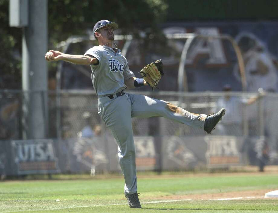 Rice third baseman Shane Hoelscher throws the ball wildly for an error, but the Owls overcame it. Photo: Photos By Billy Calzada / San Antonio Express-News / San Antonio Express-News