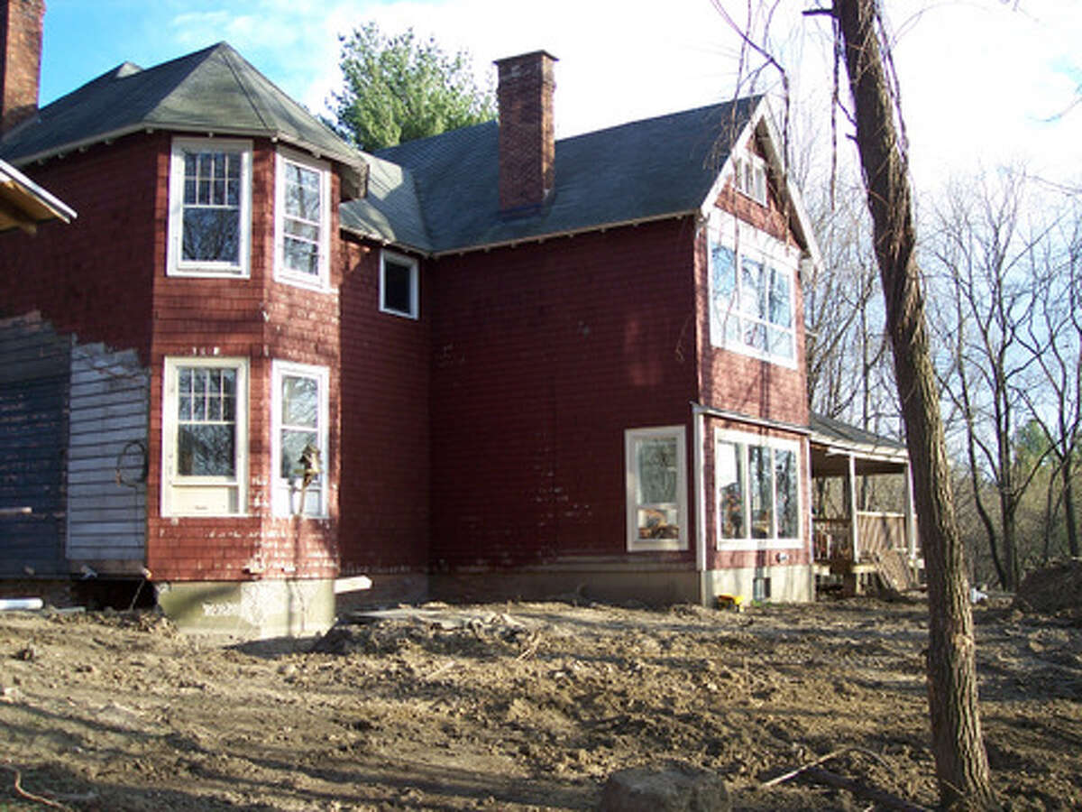 Before : The exterior of the home and the yard needed a lot of work. Read more about this project.