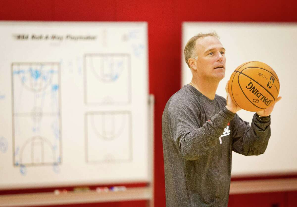 The Houston Rocket's new assistant coach Dean Cooper talks with his players as they work on free throws, Tuesday, Sept. 18, 2012, in the Toyota Center in Houston. ( Nick de la Torre / Houston Chronicle )