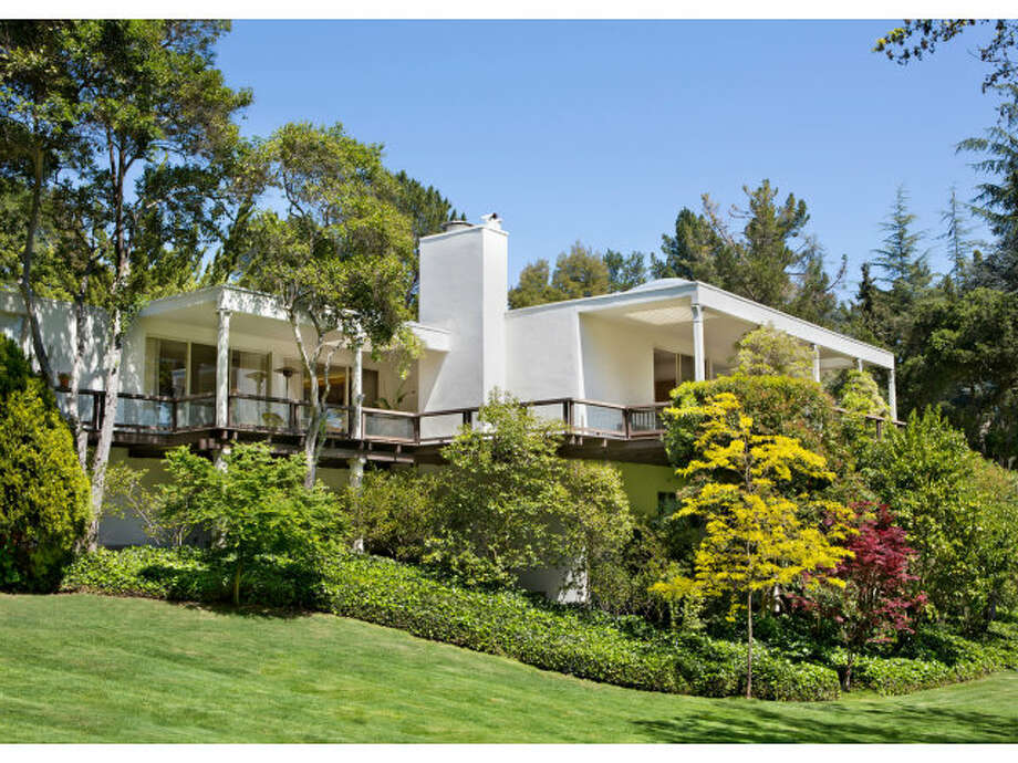 Approaching: This is a 5 bed, 6 bath, over 7000 square feet on 3.37 acres.  Photos: MLS/Mary & Brent Gullixson, Alain Pinel Realtors