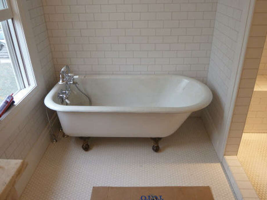 After: The new tub fits perfectly. Read more about this project. Photo: Picasa 3.0, Joe Keegan