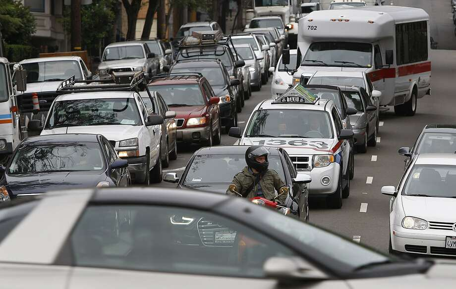 Traffic on Oak Street getting onto Octavia Boulevard as traffic line up to enter the freeway in San Francisco on Monday, July 2, 2012. Photo: Liz Hafalia, The Chronicle