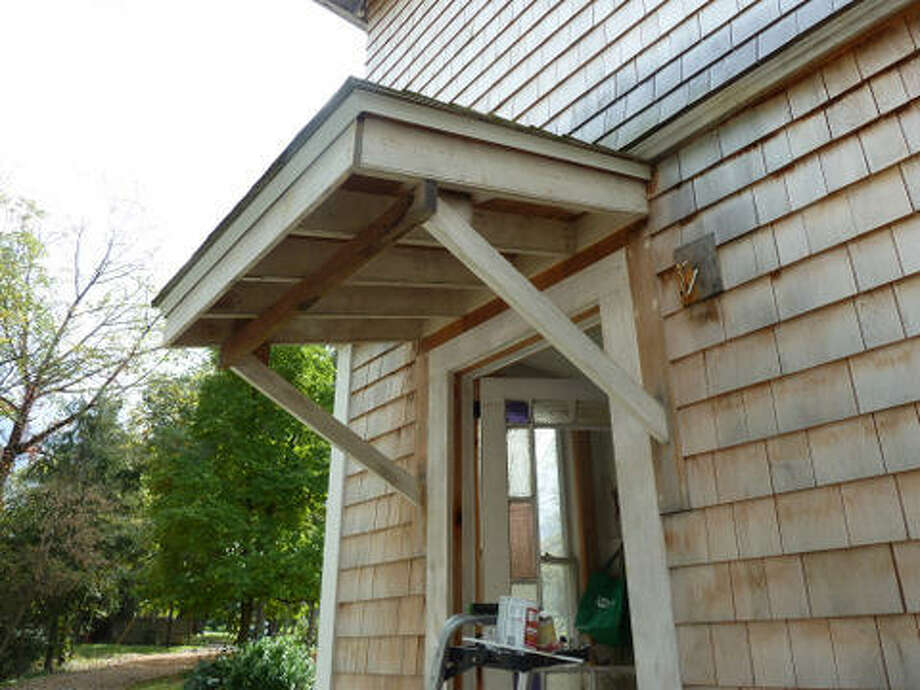 Before: The overhang needed a little help too. Read more about this project. Photo: Picasa, Joe Keegan