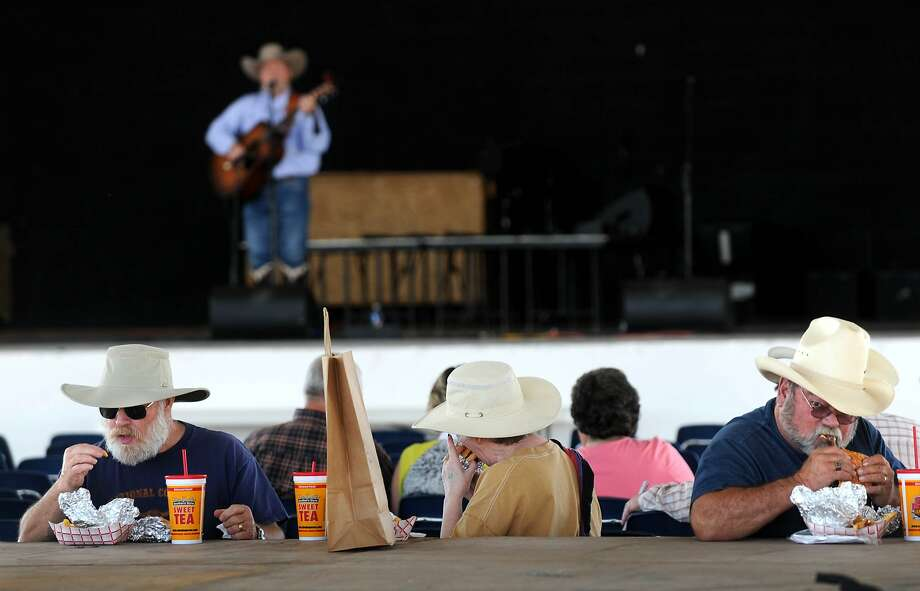 Belly up to the barbecue, boys:Lunch at the Western Heritage Classic in the Taylor County Expo 