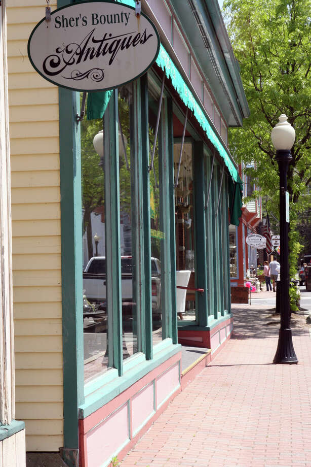 Antique shops line the streets in downtown Seymour . Photo: B.K. Angeletti, ST / Connecticut Post