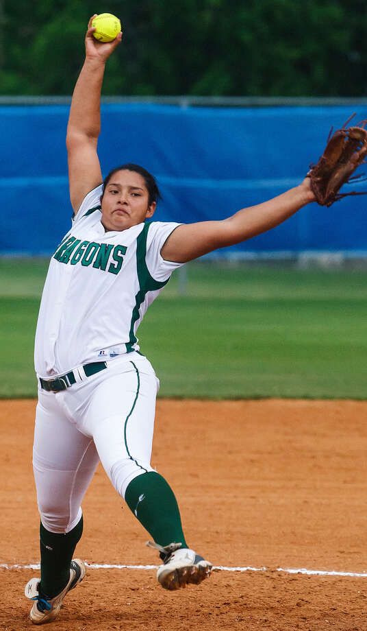 Southwest's Kamerie Vidales winds up for a throw to the plate during a playoff game with Brandeis in April 2013. The senior is once again facing nemesis San Benito in this year's semifinals. Photo: MARVIN PFEIFFER, Marvin Pfeiffer/ Express-News / Express-News 2013