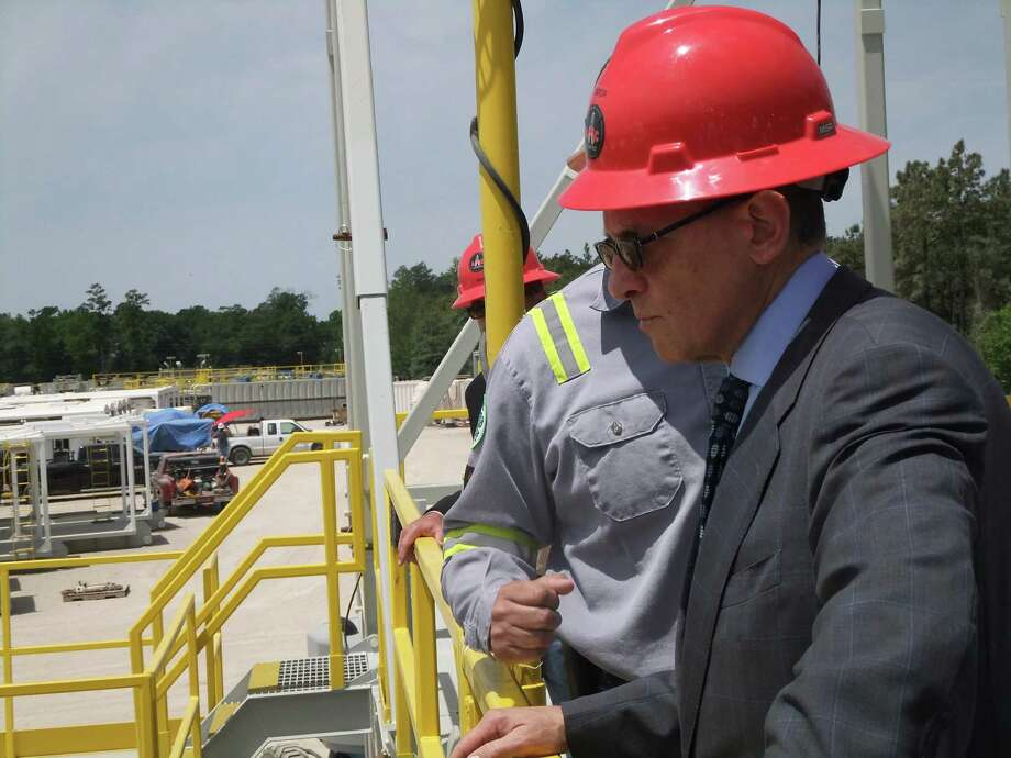 May 1, 2014: Fred Hochberg, chairman and president of the Export-Import Bank of the United States, tours a Conroe facility where Applied Machinery Corp.builds and refurbishes onshore drilling rigs. Applied Machinery obtains some of its financing and insurance through the bank. (Ryan Holeywell/Houston Chronicle) Photo: Ryan Holeywell