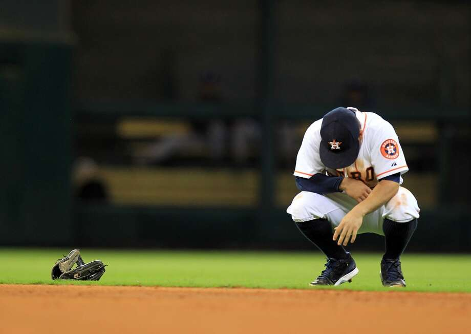 Jose Altuve takes a moment and appears to be in pain after chasing a ground ball. Photo: Mayra Beltran, Houston Chronicle