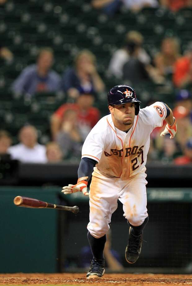 Jose Altuve hits a double in the 9th inning. Photo: Mayra Beltran, Houston Chronicle