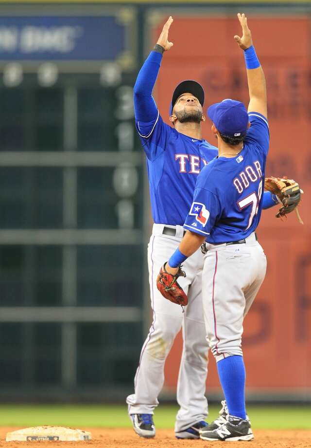 Elvis Andrus and Rougned Odor celebrate their 4-0 win. Photo: Mayra Beltran, Houston Chronicle