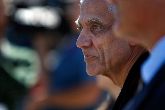 Silicon Valley billionaire Vinod Khosla arrives at the San Mateo County Superior Court building in Redwood City, Calif., on Monday, May 12, 2014, on his way to testify in the Martin's Beach lawsuit.