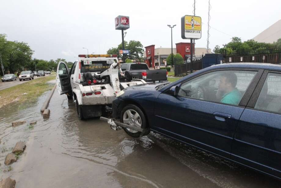 Heavy rain made for an inconvenient drive for Houstonians Tuesday morning. Photo: Cody Duty/Houston Chronicle