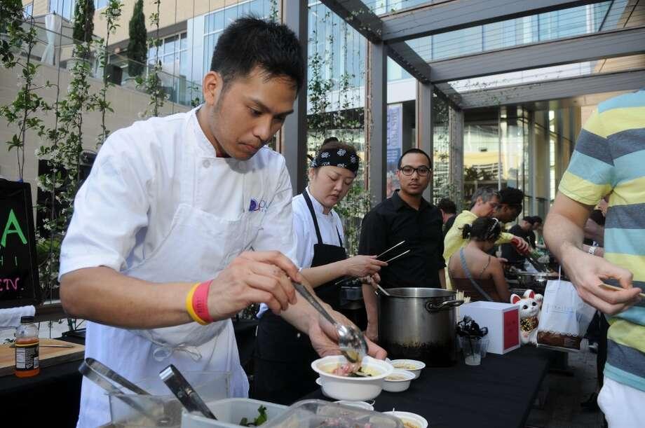 Chef Mark Gabriel Medina of Soma Sushi serves curry ramen at last year's Curry Crawl. (Photo: Daniel Ortiz)