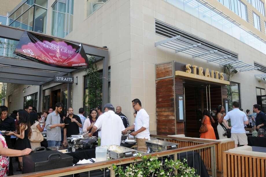 The Straits patio during Curry Crawl. (Photo: Daniel Ortiz)