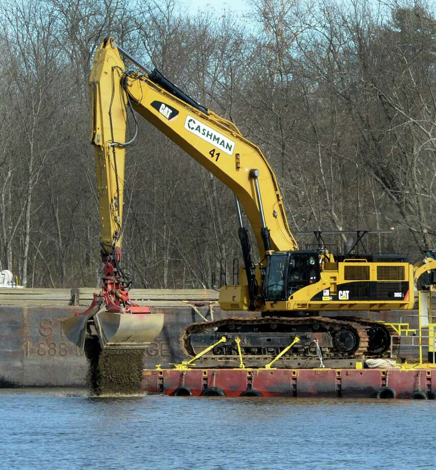 Dredging crews continue to work on the river Nov. 4, 2013 in Schuylerville, N.Y.    (Skip Dickstein/Times Union Photo: SKIP DICKSTEIN / 00024507A