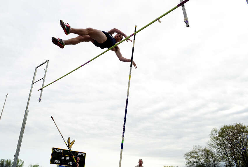 Staples' Patrick Lindwall clears 9'6