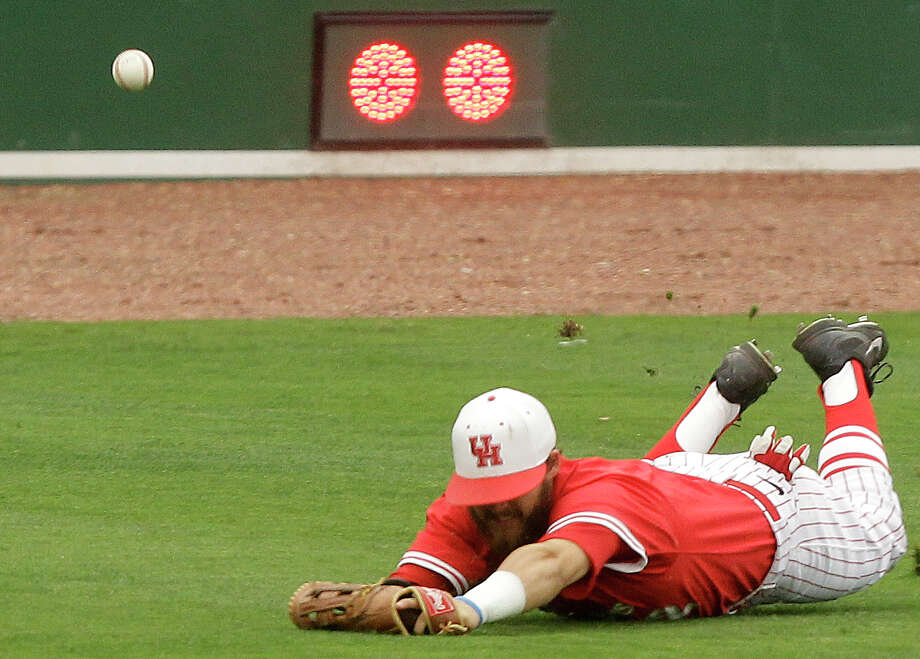 University of Houston left fielder Michael Pyeatt is unable to come up with the ball hit by Rice's Sklyer Ewing for a double in the third inning during an NCAA baseball game at Constellation Field on Tuesday, May 13, 2014, in Sugar Land. Photo: J. Patric Schneider, For The Chronicle / © 2014 Houston Chronicle
