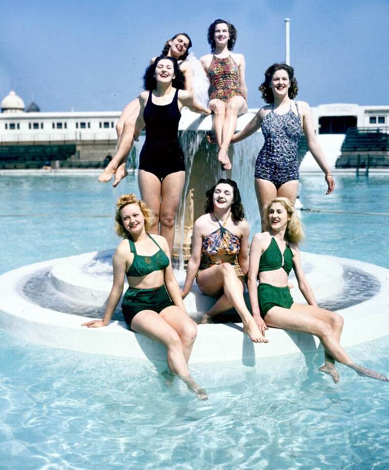Blackpool Tower circus glamour girls in swimsuits sit on a fountain in a swimming pool, 1947. Photo: Popperfoto, Popperfoto/Getty Images