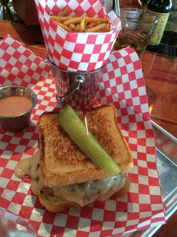 Beer Market Co. Kitchen & Bar serves casual fare, including patty melts and fries, as well as more than 300 beers. Photo: Syd Kearney / ONLINE_YES