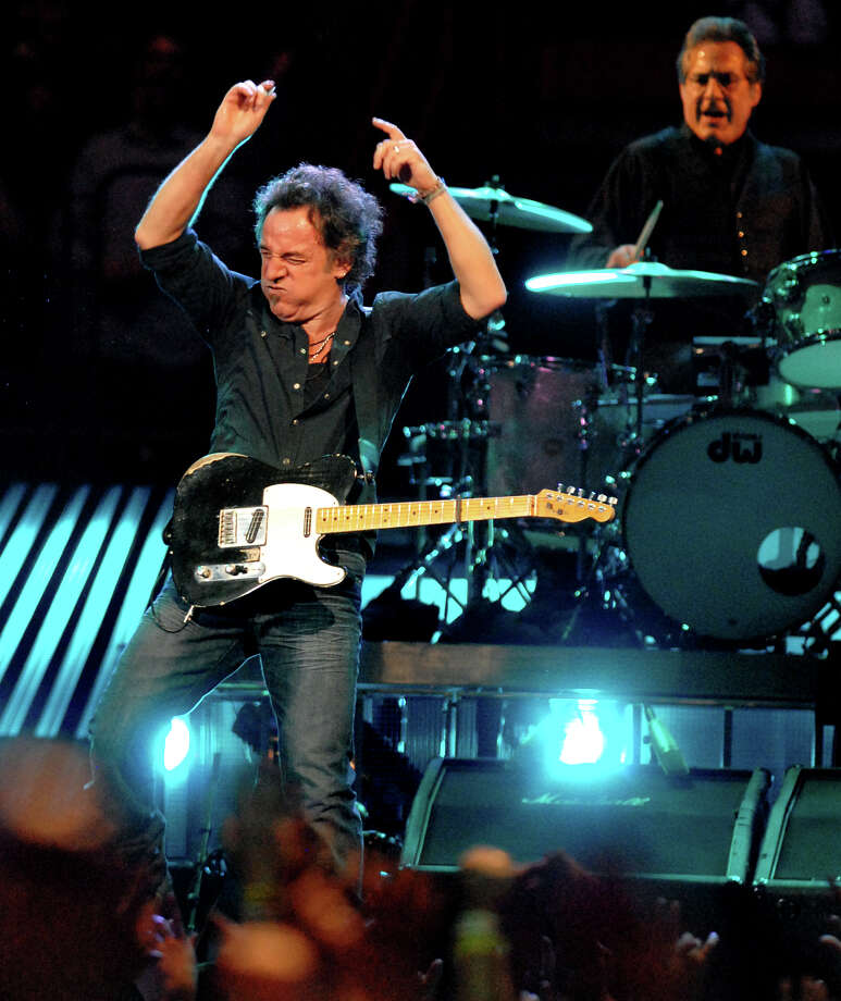 Times Union staff photo by Cindy Schultz -- Bruce Springsteen performs to a sellout crowd with the E Street Band on Thursday, Nov. 15, 2007, at the Times Union Center in Albany, N.Y. (WITH SEILER REVIEW) Photo: CINDY SCHULTZ, DG / ALBANY TIMES UNION