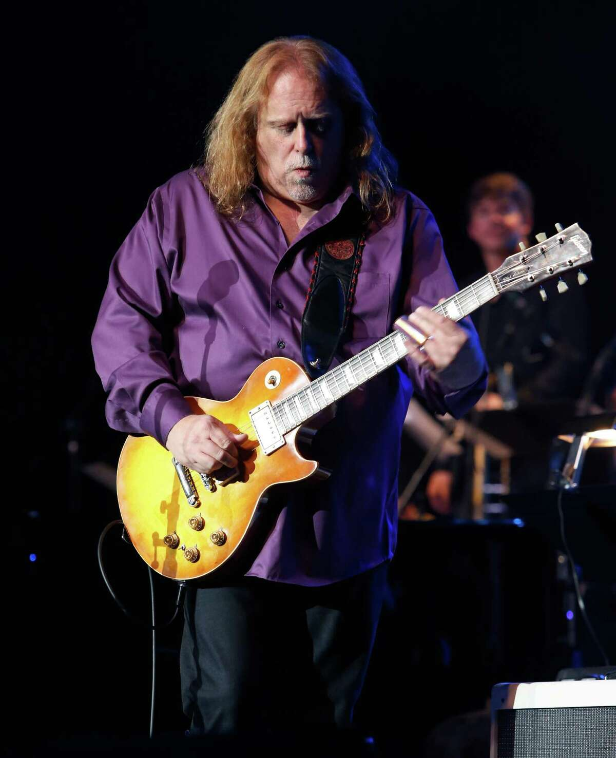 Warren Haynes at South Farms, Morris - Surprise! Gov't Mule frontman Warren Haynes has added another show to close out the Twilight Concerts on the Farm series with a special afternoon set on Sunday. Find out more.