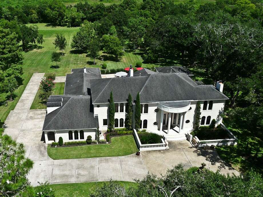 3009 West Parkwood: This 1978 home has 5 bedrooms, 6 full and 2 half bathrooms, 7,435 square feet, and is listed for $2,550,000. Photo: Houston Association Of Realtors