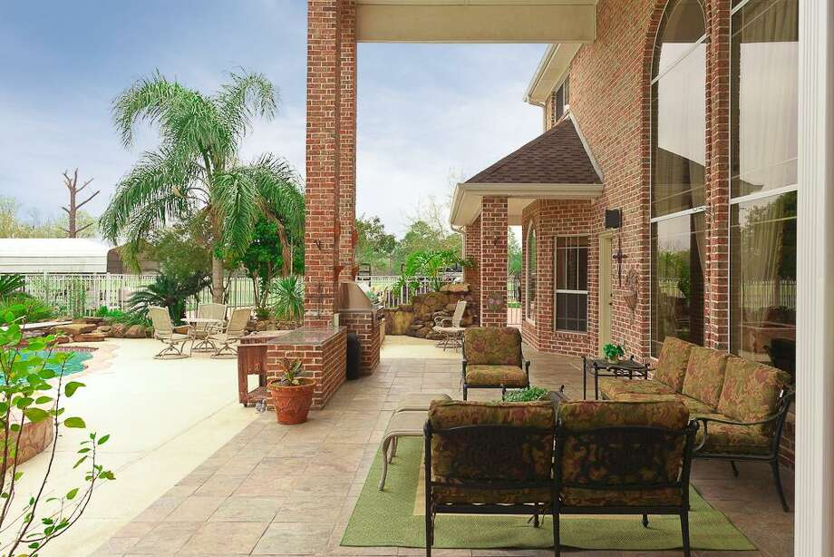2006 San Miguel: This 1996 home has 6-7 bedrooms, 4.5 bathrooms, 8,453 square feet, and is listed for $1,290,000. Photo: Houston Association Of Realtors