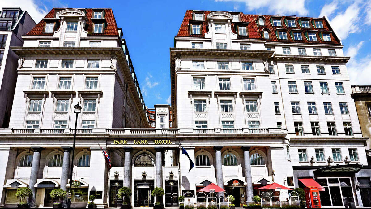 Starwood Hotels & Resorts has sold its leasehold interest in Londonís Park Lane Hotel to Sir Richard Suttonís Settled Estates.