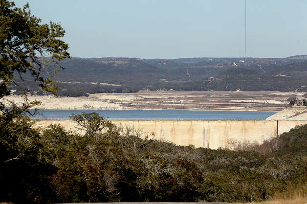 Medina Dam is seen from Old Medina Dam Road south of the dam, Tuesday, Feb. 4, 2014.  Photo: Jerry Lara, San An