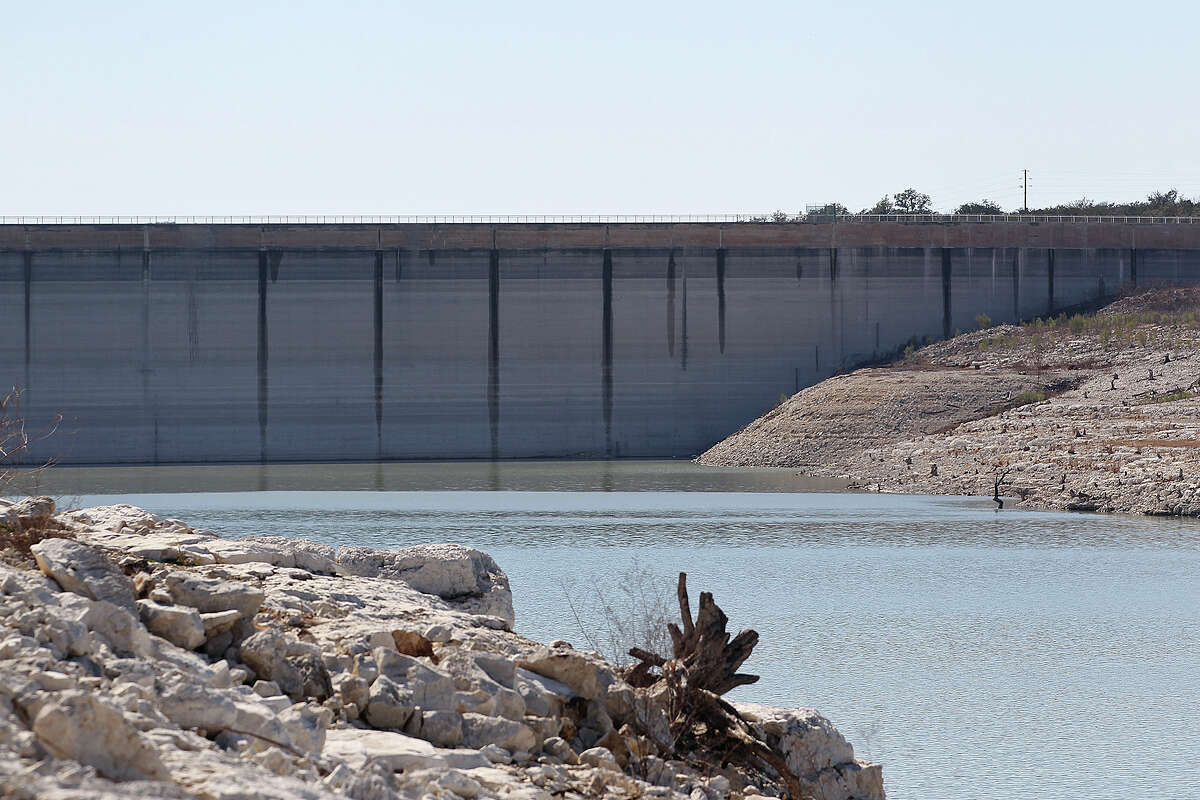 The dropping level of Medina Lake is marked on Medina Dam, Tuesday, Feb. 4, 2014. According to today's reading by the Texas Water Development Board, the lake is at 3.5-percent capacity.