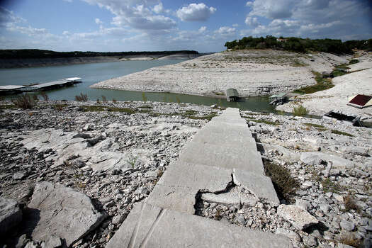 Water levels sink to near the bottom of the river channel at Medina Lake  on August 28, 2013. Photo: TOM REEL